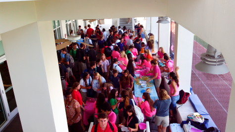 US Students visit various club tables