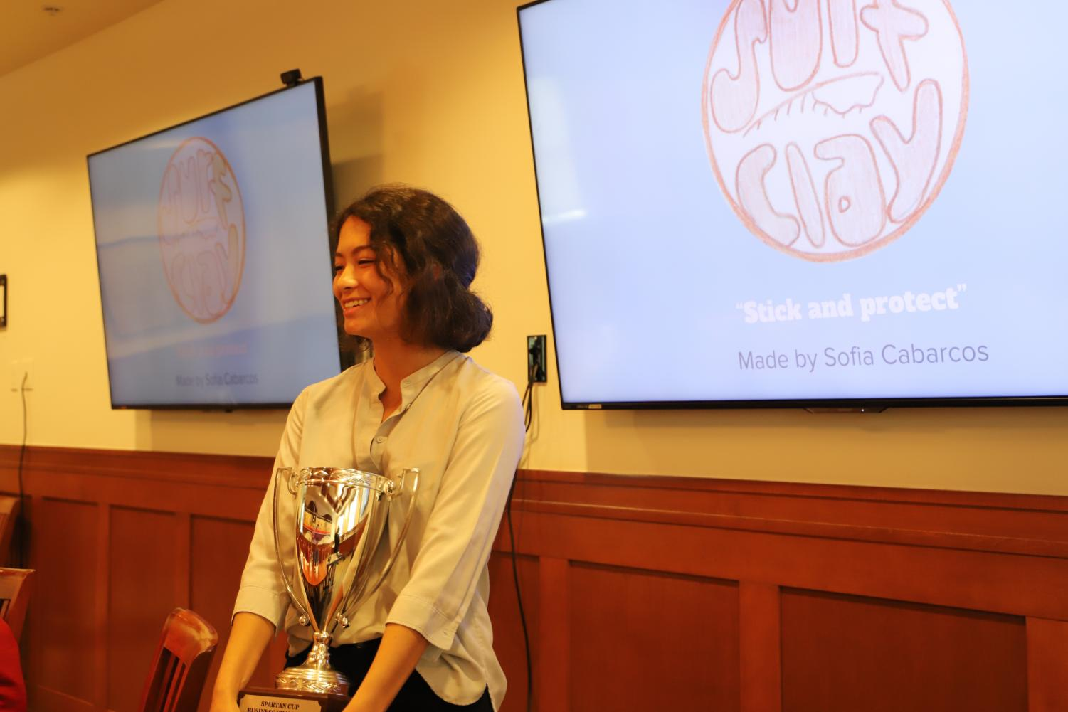 Winner Sofia Cabarcos and her Surf Clay